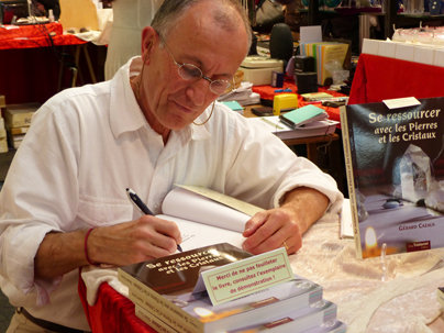 Gérard signe des dédicaces