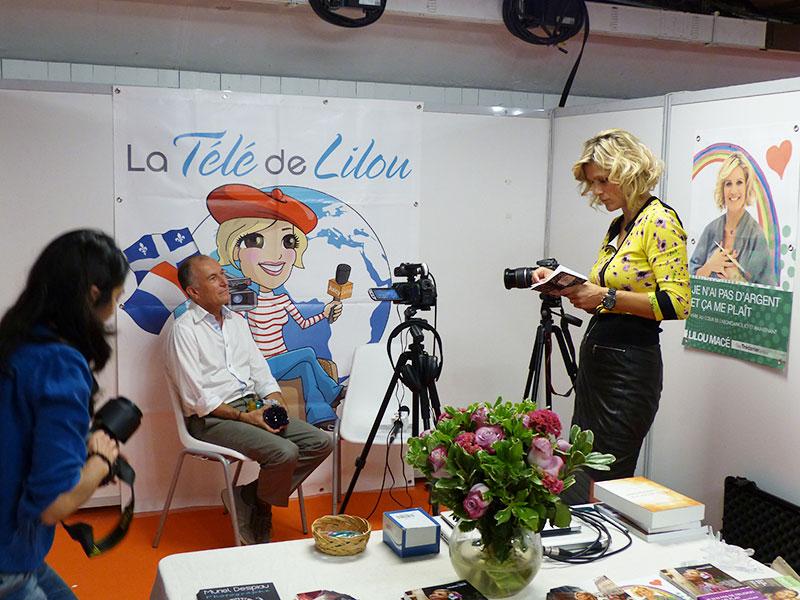 Gérard Cazals sur le stand de (FR) Lilou Macé
