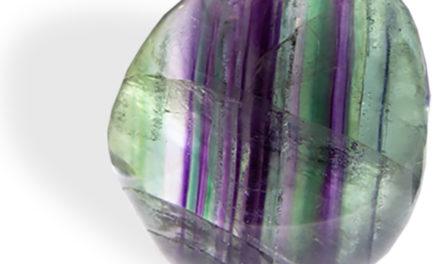 Fluorite multicolore : appelée la pierre du génie