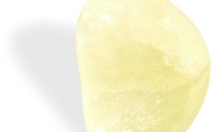 La Préhnite jaune a un effet apaisant sur les plexus solaire