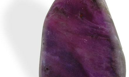 La Sugilite est par excellence la pierre du Reïki.